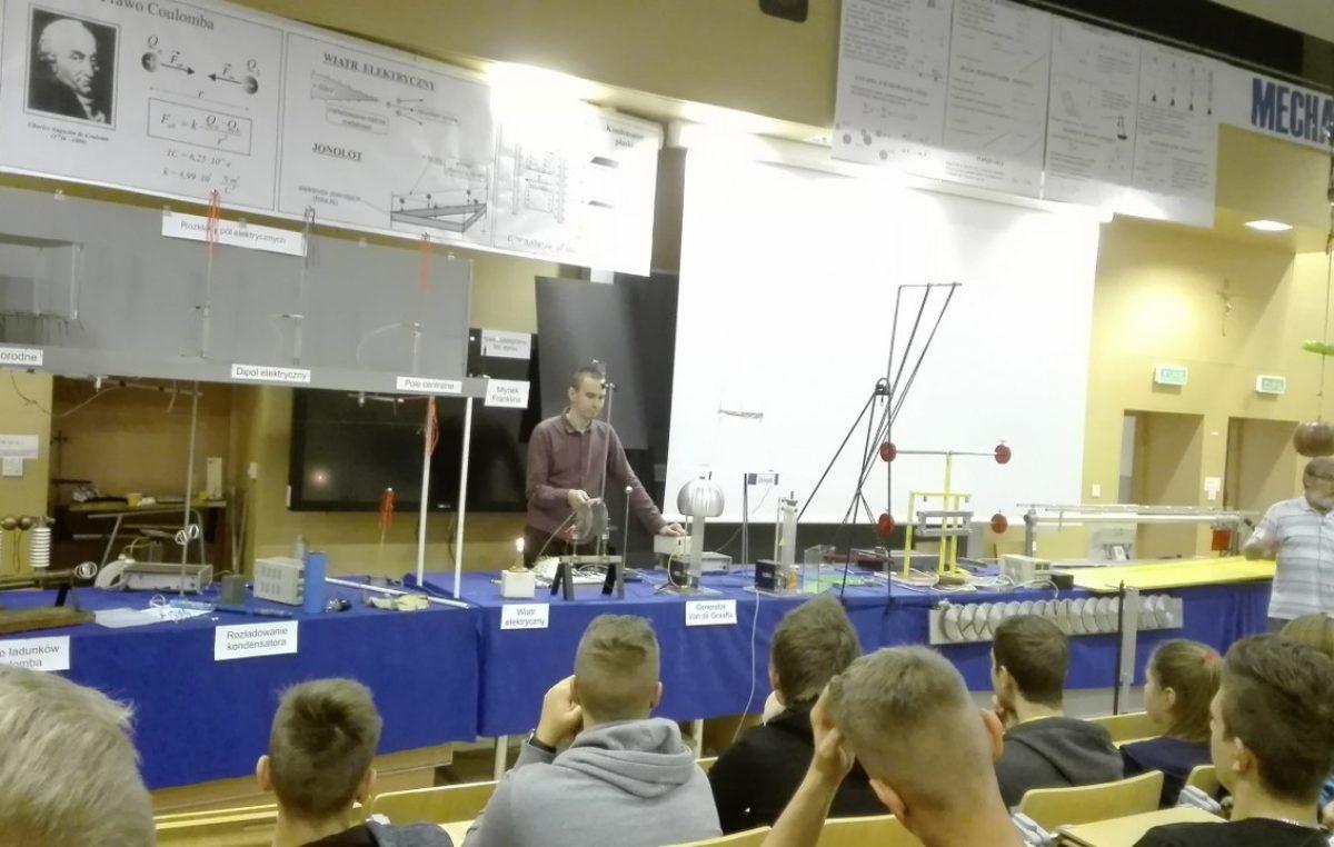 17 września 2017 – Pokazy fizyczne klasy II B i III A