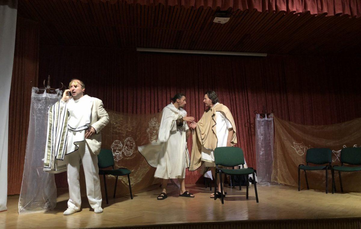 5 listopada 2018 – Odwiedził nas sam Dionizos!…, czyli lekcja literatury antycznej na szkolnej scenie.