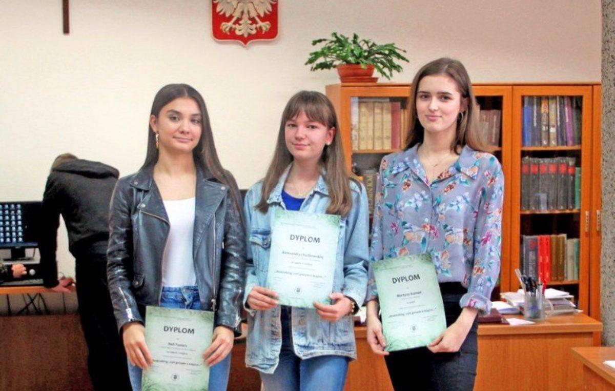 14 listopada 2019 – Sukcesy naszych uczennic w finale konkursu czytelniczego