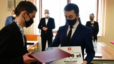 26 marca 2021 – Starosta Biłgorajski docenił Piotrka